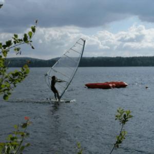 Planche à voile sport activital lac des settons