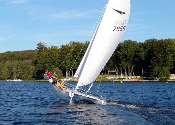 catamaran sur le lac des settons avec activital