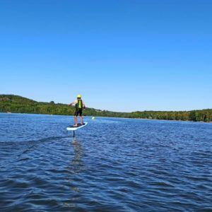 e-foil au lac des settons unique en bourgogne base de loisirs activital