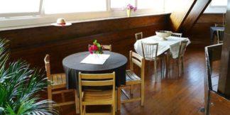 intérieur du restaurant la pagode chez activital lac des settons